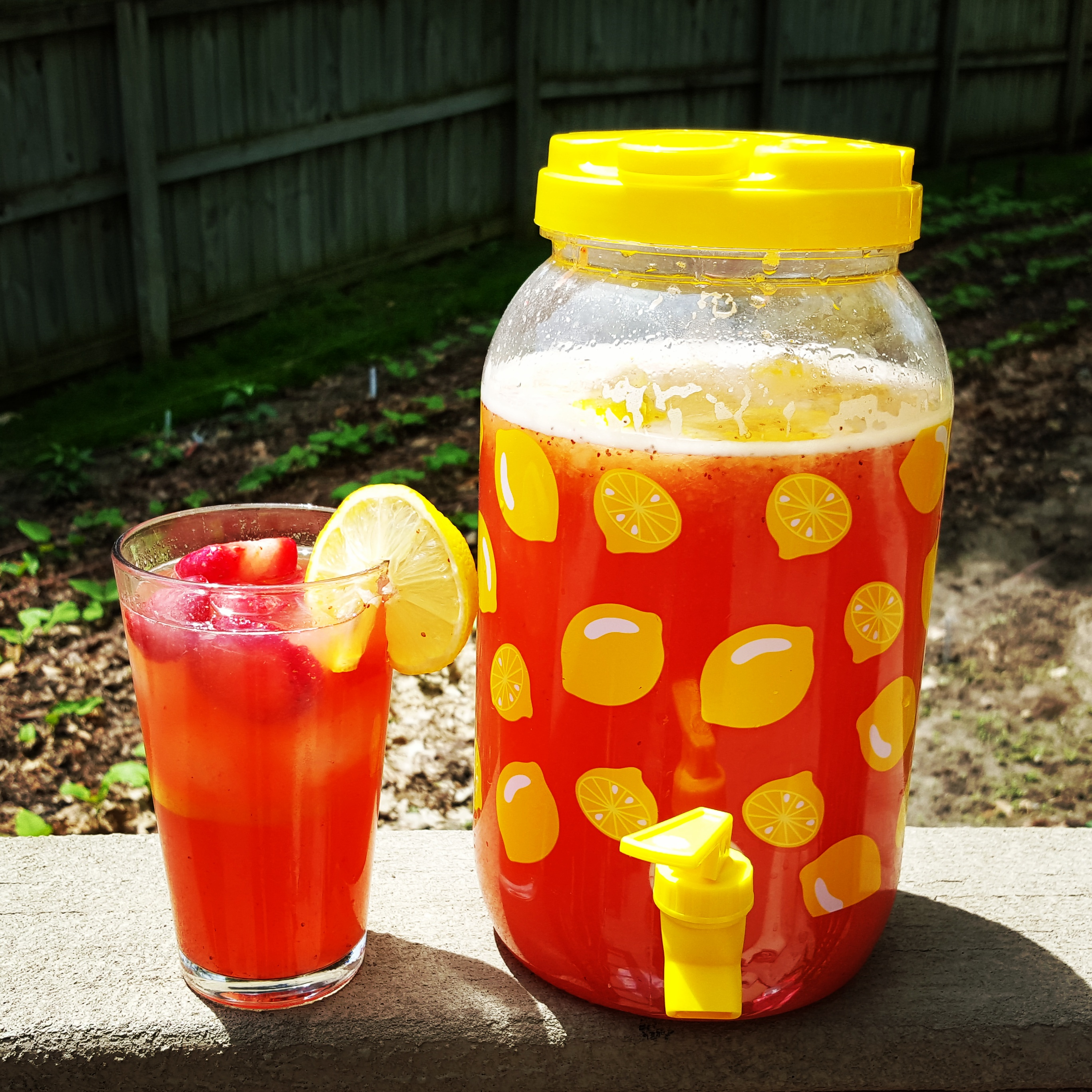 Homemade Strawberry Lemonade {The Best Ever!} |